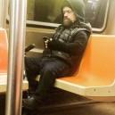Tyrion Lannister regresando a casa en el metro