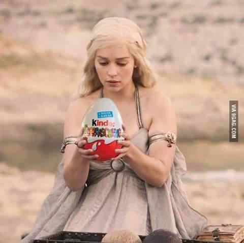 Daenerys y su huevo sorpresa